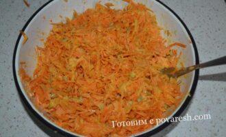 салат из яблок моркови и семечек с чесноком