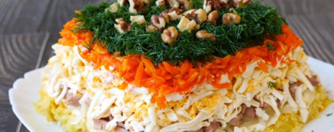 салат с печенью трески и соленым огурцом с картошкой