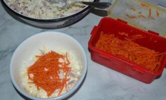 Салат из пекинской капустой с колбасой и морковью