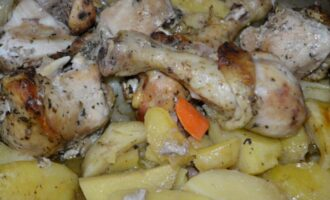 курица кусочками с картошкой и овощами в духовке