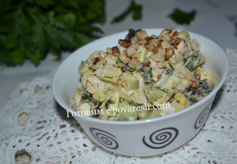 салат с курицей и черносливом и грецким орехом