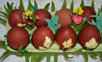 Как красиво покрасить яйца на Пасху в луковой шелухе