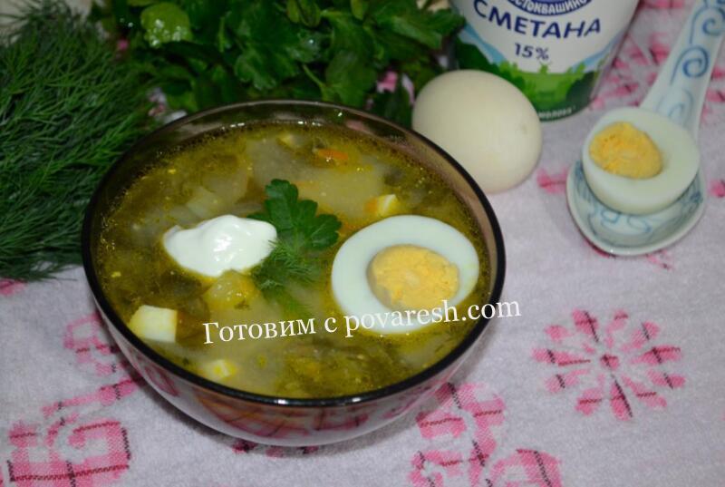 зеленый борщ со щавелем и яйцом