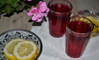 напиток из базилика с лимоном прохладный и вкусный чай