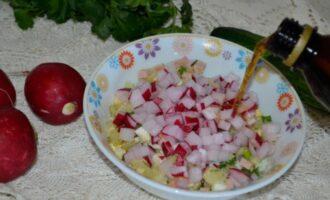 окрошка на квасе с колбасой и редисом