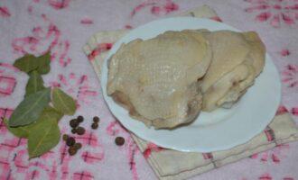 сколько варить куриные бедра до готовности после закипания