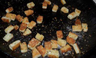 как приготовить сухарики для салата цезарь на сковороде