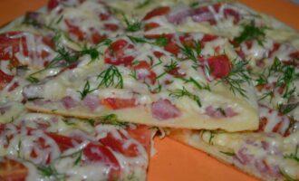 пицца на сковороде со сметаной и майонезом за 10 минут