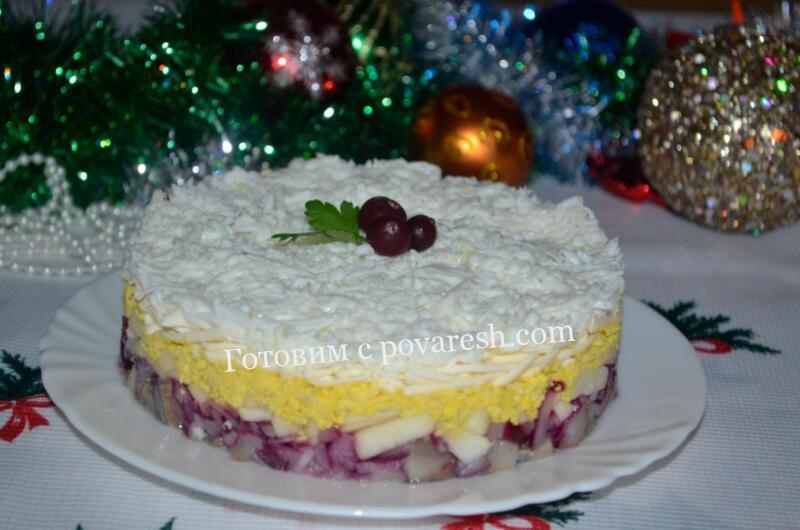 салат из сельди с яблоком и плавленым сыром