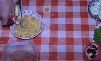 яйца фаршированные красной рыбой и сыром