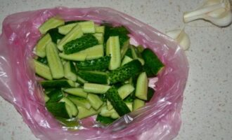 малосольные огурцы в пакете быстрый рецепт за 5 минут