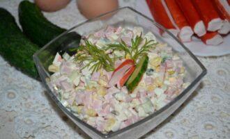 крабовый салат с колбасой и кукурузой