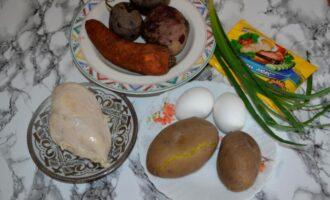 Салат с курицей и свеклой