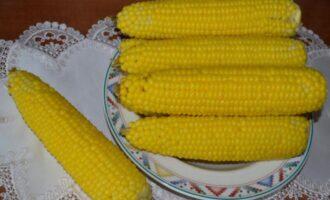 сколько варить молодую кукурузу в початках в кастрюле после закипания воды