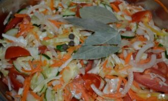 Кубанский салат на зиму из капусты огурцов и помидор