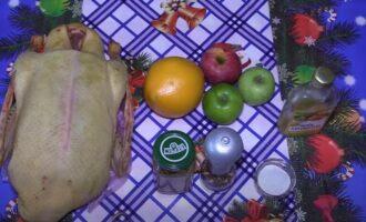 Утка с яблоками и апельсинами в духовке