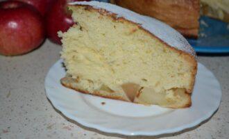 Бисквитный пирог с яблоками