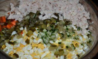 салат из куриной грудки с солеными огурцами