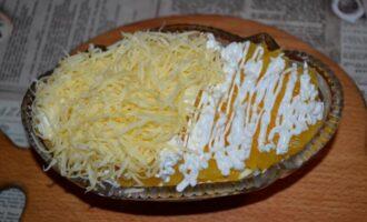 салат с сыром и апельсинами и луком слоями