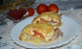 свинина по французски с помидорами и сыром