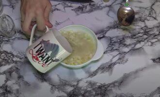 Как замариновать лук в уксусе для салата быстро и вкусно