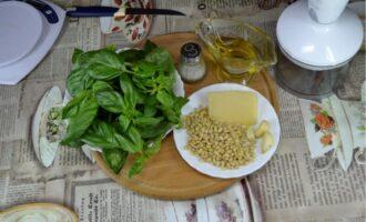 соус песто с базиликом и кедровыми орешками