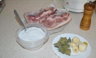 как вкусно сварить сало с прослойкой с чесноком и перцем