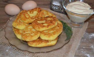 картофельные пирожки из пюре на сковороде