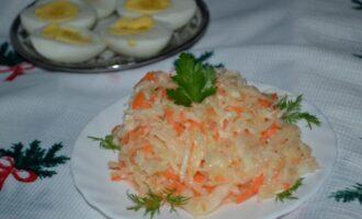 салат из свежей белокочанной капусты с маслом