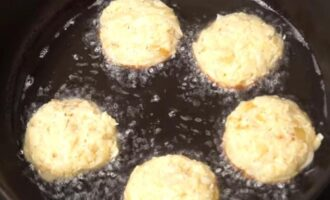 Капустные котлеты с манкой и яйцом