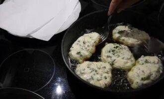 Оладьи на кефире с яйцом и зеленым луком