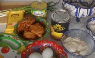 салат с ананасом копченой курицей кукурузой