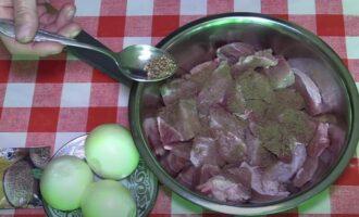 Гуляш из свинины без томатной пасты