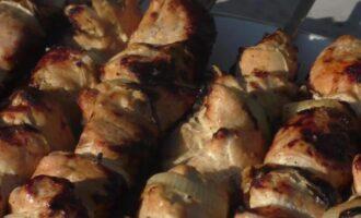 Шашлык из курицы в кефире на ночь