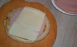 Блинчики с ветчиной и сыром на молоке