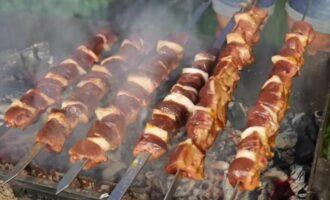шашлык из говяжьей печени с салом