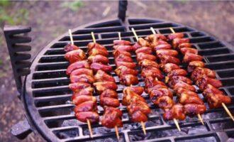Куриные сердечки в соевом соусе на мангале