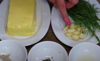 сливочное масло с чесноком и зеленью