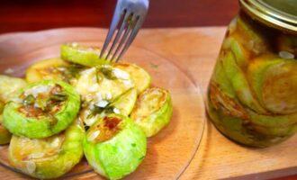 Жареные кабачки с уксусом и чесноком на зиму
