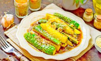 жареные огурцы по корейски быстрого приготовления с соевым соусом и кунжутом