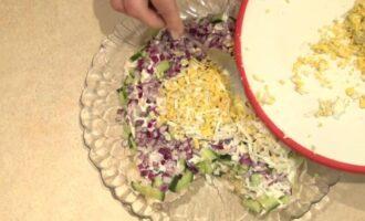 Слоеный салат тигренок с черносливом и курицей