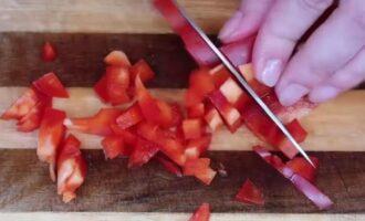 Простой салат с крабовыми палочками без кукурузы