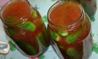 Маринованные огурцы в кетчупе чили на зиму