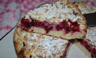 Тертый пирог с ягодами из песочного теста на сметане