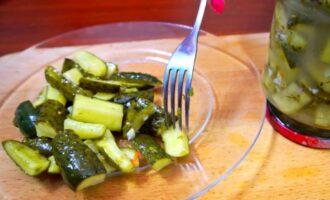 Салат из огурцов на зиму с чесноком и укропом