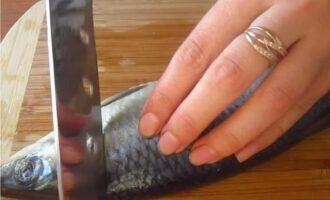 Как вкусно засолить селедку кусочками в банке с луком