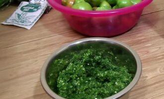 Квашеные зеленые помидоры фаршированные чесноком